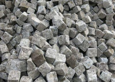 DeFries Graues Granit-Kleinpflaster aufgeschuettet