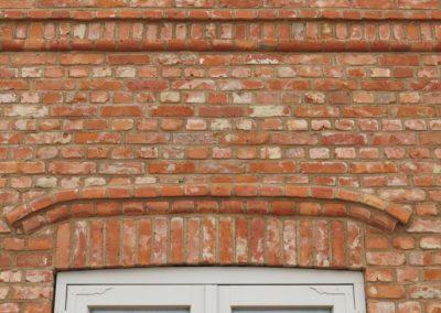 DeFries antike Mauerziegel - Detailansicht Fassade mit Formsteinen