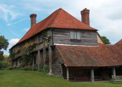 Englisches Tudor-House mit einer Dacheindeckung aus antiken Roof-Tiles