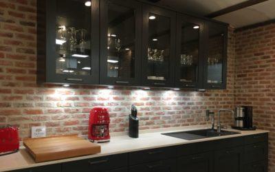 """Wandgestaltung im Küchenstudio – antiker Mauerziegel """"Westerhever"""""""