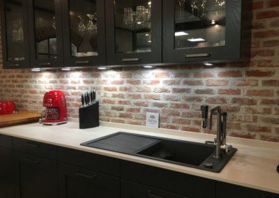 DeFries Mauerziegel Westerhever als Wandfassade im Küchenstudio Detail2