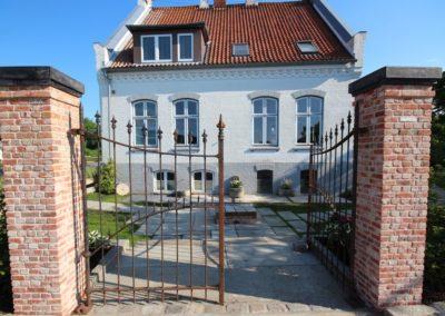 Villa DeFries Eingang Eisenportal