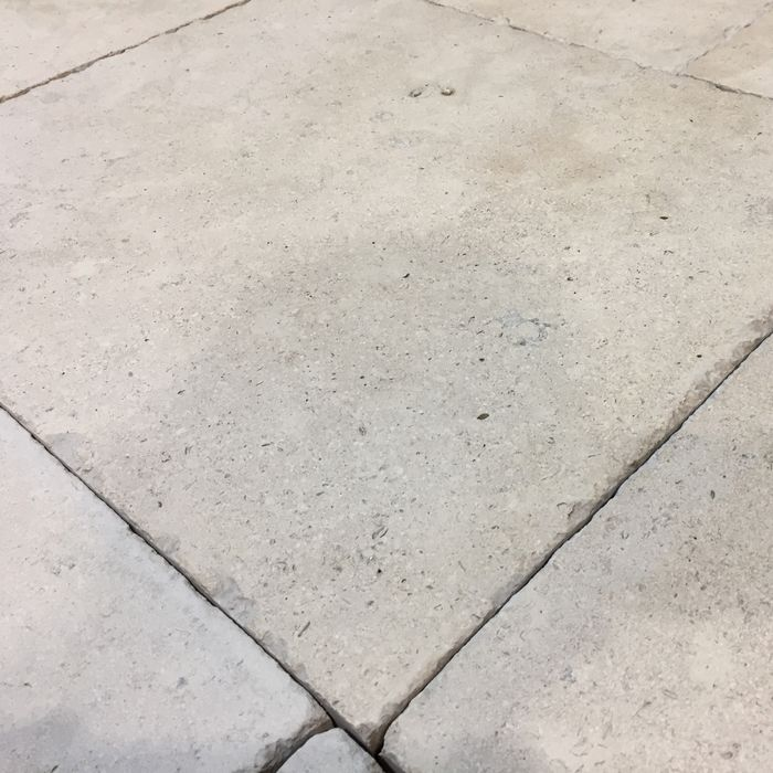 """DeFries Belgisch Granit antik Detailansicht, sog. """"Blaustein"""""""
