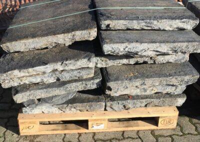 """DeFries Belgisch Granit antik, sog. """"Blaustein"""""""
